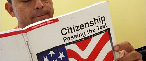El servicio de inmigración lanzó examen para la ciudadanía en español