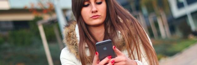 Cuestionan uso de celulares por inmigración